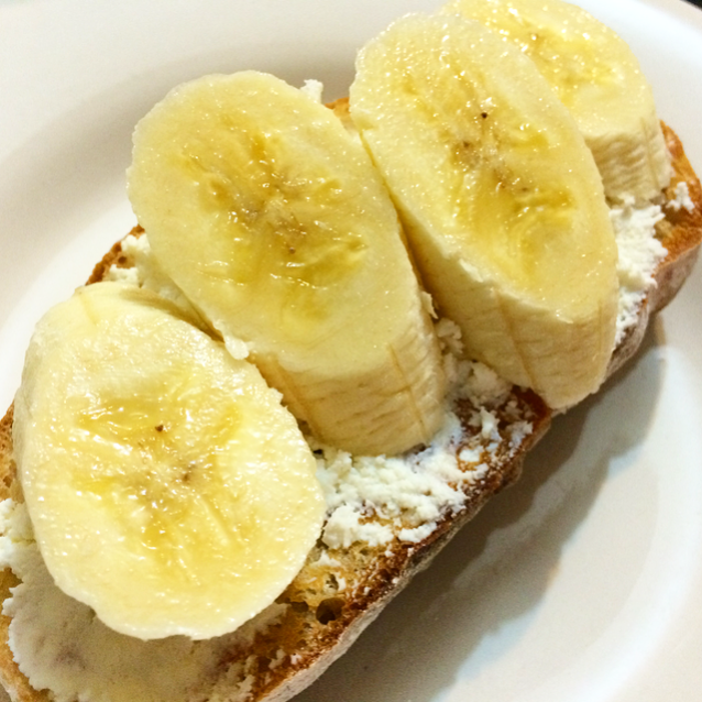 Banana Ricotta Toasts with Almond and Honey – Greetalian
